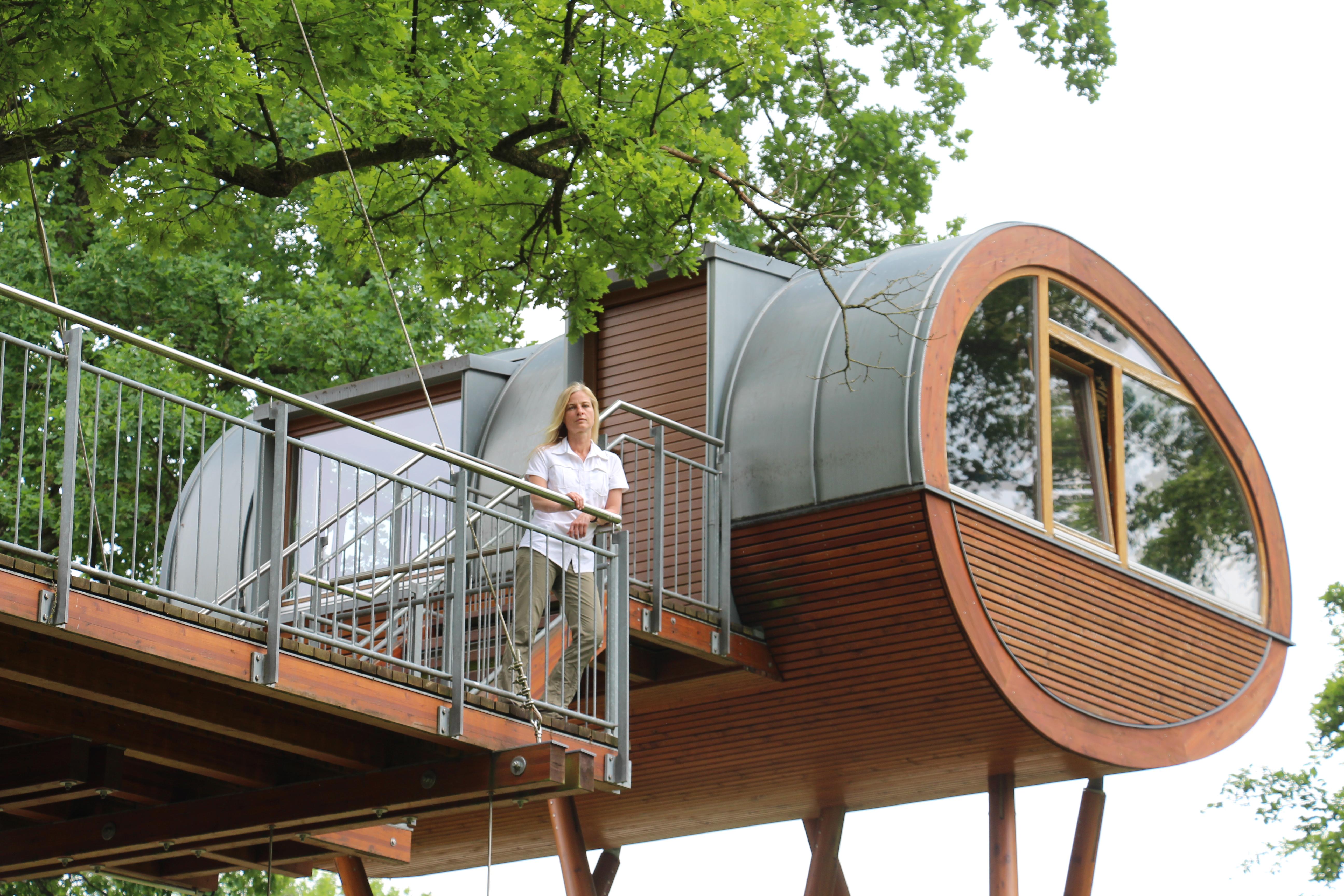 Ina Knobloch im Baumhaus von Hans Weber, Foto IK